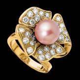 永恒之花白珍珠钻石密镶订婚戒指