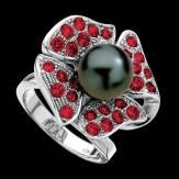 永恒之花粉珍珠钻石密镶订婚戒指