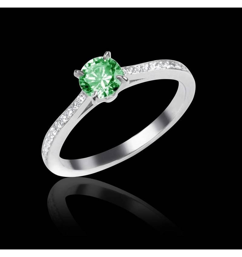 Elodie 白18K金祖母绿订婚戒指 群镶钻石