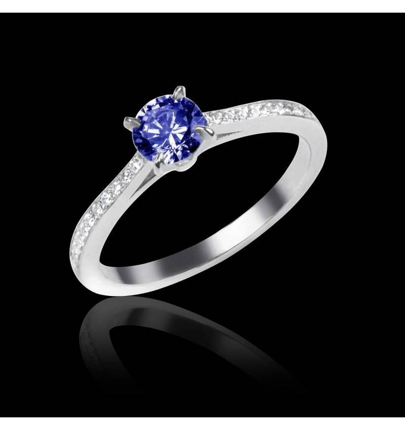 Elodie 白18K金蓝宝石订婚戒指 群镶钻石