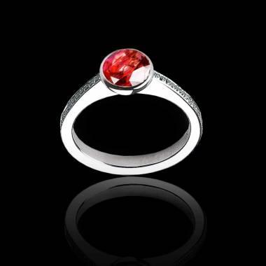 Moon 圆形宝石订婚戒指