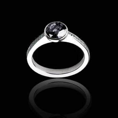Moon 圆形黑钻订婚戒指