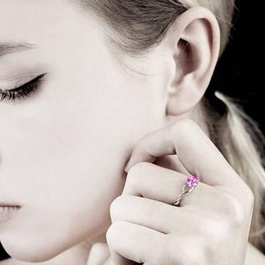 绫绕 K金单颗粉红蓝宝石戒指