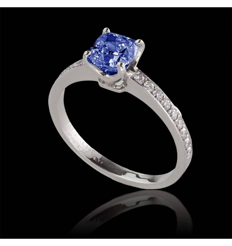 Sandy 蓝宝石订婚戒指