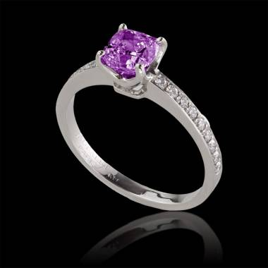 Sandy 粉红蓝宝石订婚戒指