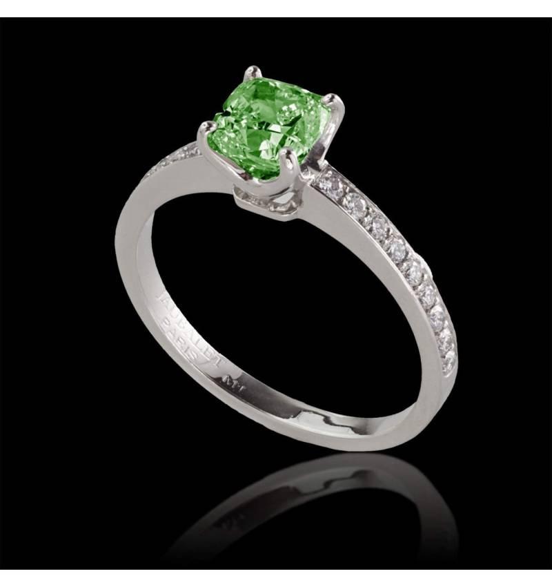 Sandy 祖母绿订婚戒指