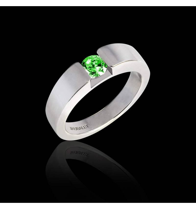 Pyramide 白18K金椭圆形祖母绿订婚戒指