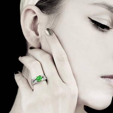 伊莎贝尔 祖母绿订婚戒指