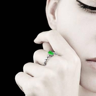 Elsa 祖母绿戒指