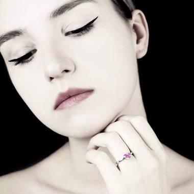 Judith Solo 白18K金单颗粉红蓝宝石戒指