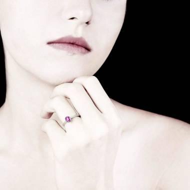 Moon solo 椭圆形单颗粉红蓝宝石戒指