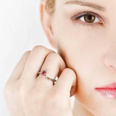 蛇纹 K金红宝石订婚戒指