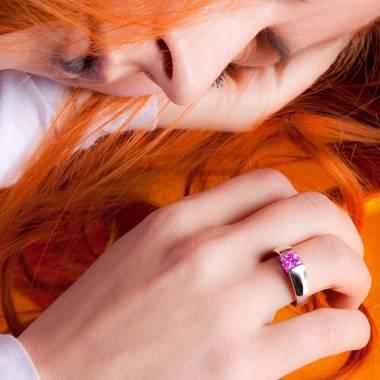 Pyramide白18K金单颗粉红蓝宝石戒指