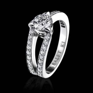 满月钻石订婚戒指