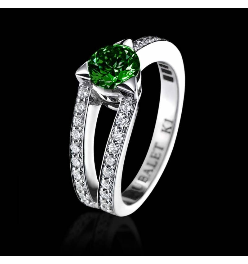 Plena Luna 白18K金 祖母绿订婚戒指 群镶钻石