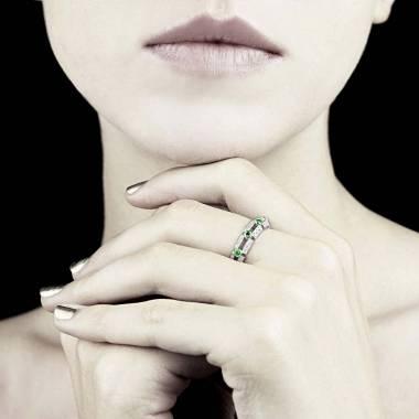 大地 祖母绿戒指