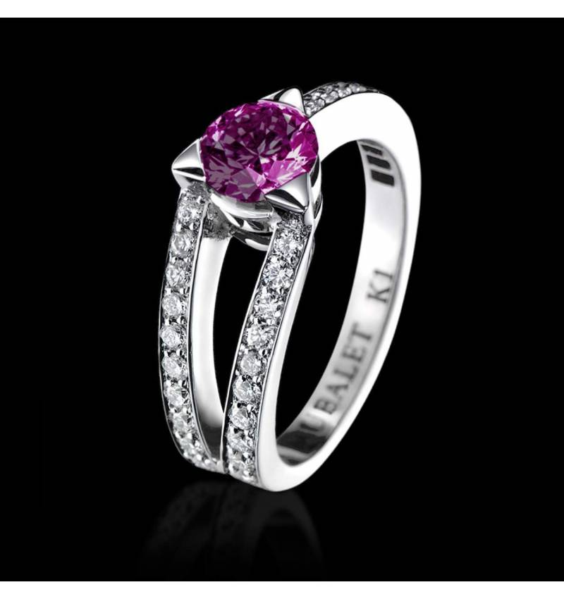 Plena Luna 白18K金 粉红蓝宝石订婚戒指 群镶钻石