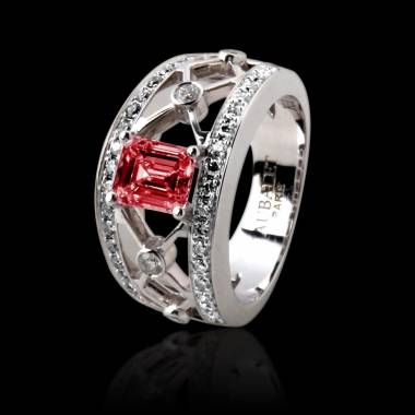 丽姬女王白18K金祖母绿形状红宝石 群镶钻石戒指