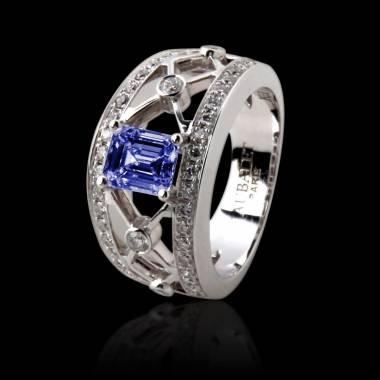 丽姬女王白18K金 祖母绿形状蓝宝石 群镶钻石戒指