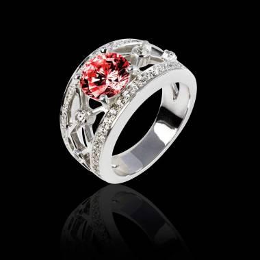 丽姬女王白18K金圆形红宝石 群镶钻石戒指