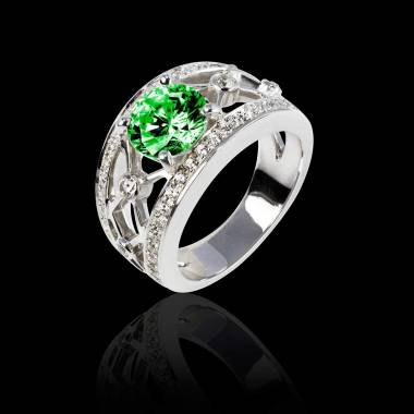 丽姬女王白18K金圆形祖母绿 群镶钻石戒指