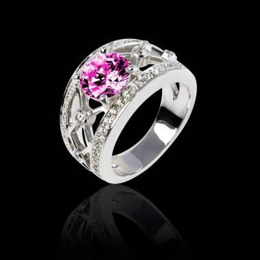 丽姬女王白18K金圆形粉红蓝宝石 群镶钻石戒指