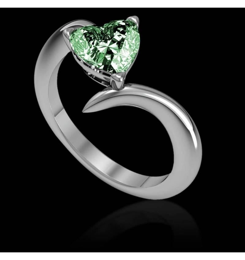 蛇纹之心形祖母绿订婚戒指