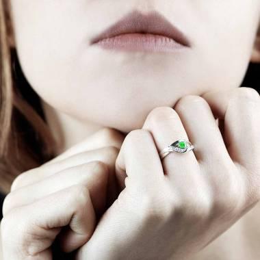 安娜艾拉 祖母绿订婚戒指