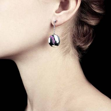 Quake 粉红蓝宝石耳环