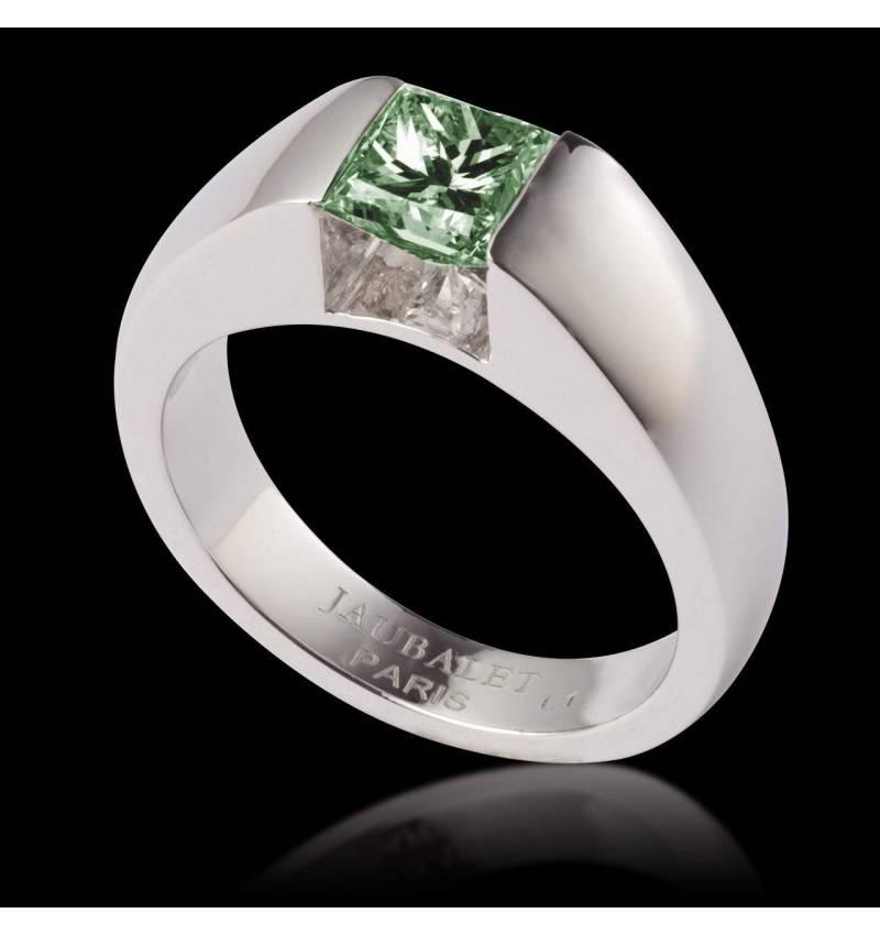 Pyramide 祖母绿戒指